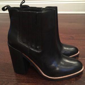 NWOT Healed Black Bootie (US Size 9)